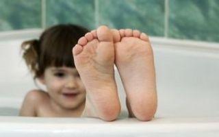 Причины шелушения кожи: что делать, если появилась сухость на лице, на руках, на ногах, лечение