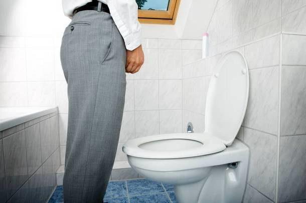 Сильные рези при мочеиспускании у мужчин: причины и лечение