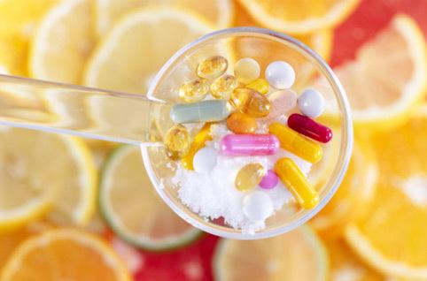 Совместимость лекарств с продуктами питания: какие лекарства не совместимы с едой