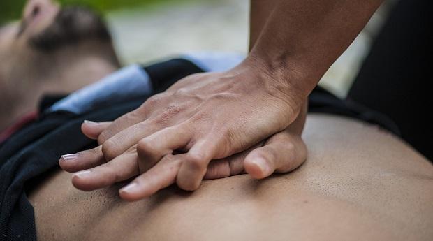 Что делать, если стало плохо с сердцем: симптомы, первая помощь при сердечном приступе