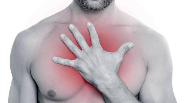 Причины болей в грудной клетке: отчего болит в груди?