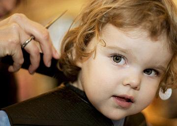 Когда можно впервые стричь ребенка, первая стрижка в парикмахерской