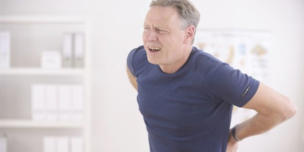 Симптомы почечной колики, причины, диагностика, лечение почечной колики, профилактика и первая помощь при болевом синдроме.
