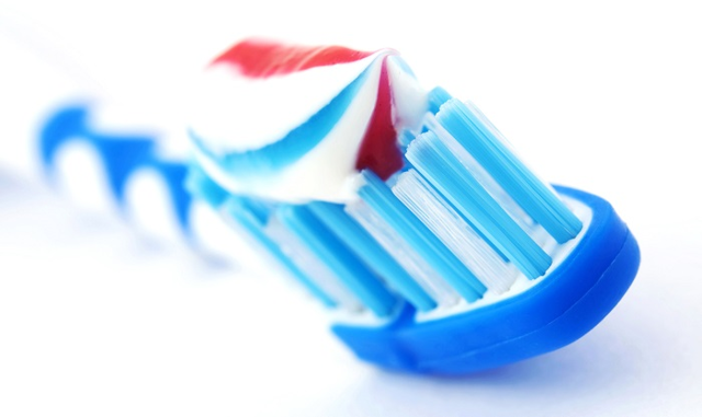 Зубные пасты для взрослых: классификация, состав, рекомендации по выбору, показания и противопоказания