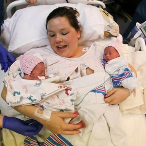 Признаки многоплодной беременности, ведение беременности, осложнения, роды близнецов