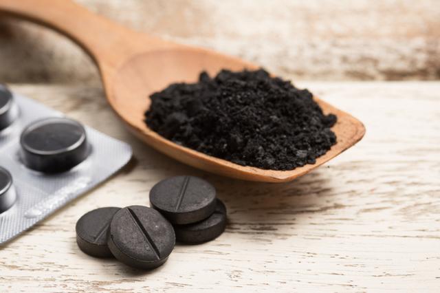 Активированный уголь для очищения организма: когда и как принимать