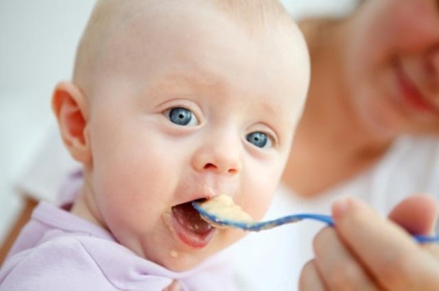 Каши для первого прикорма: какую кашу выбрать, с какой каши начинать прикорм
