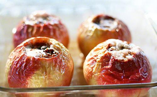 Яблоки при грудном вскармливании: зеленые, печеные: можно ли их есть кормящей маме