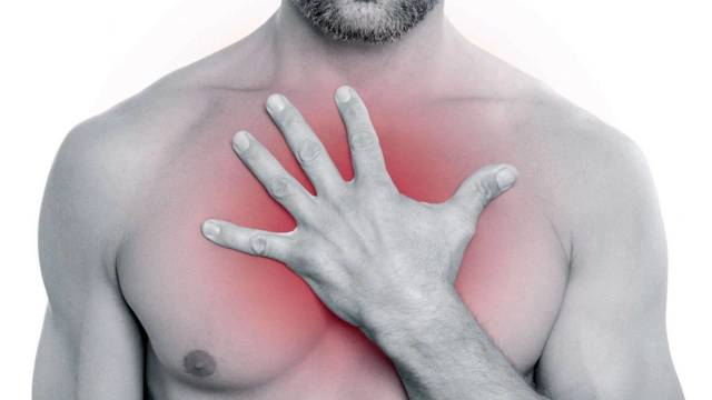 Чем может быть вызвана резкая боль в грудной клетке?