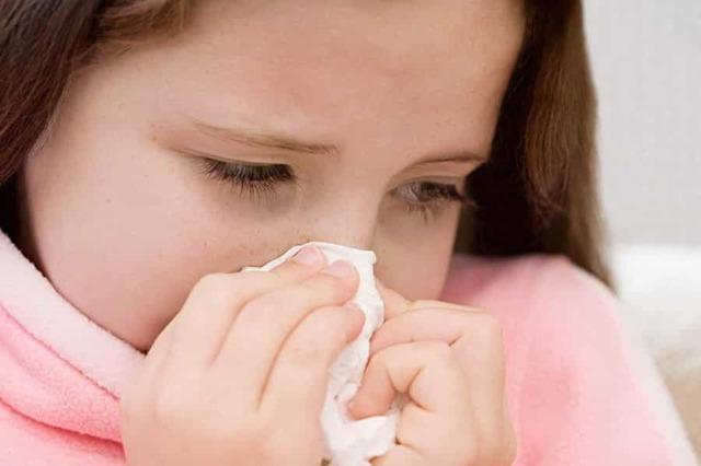 Что делать, если у ребенка сильно болит голова при гайморите?