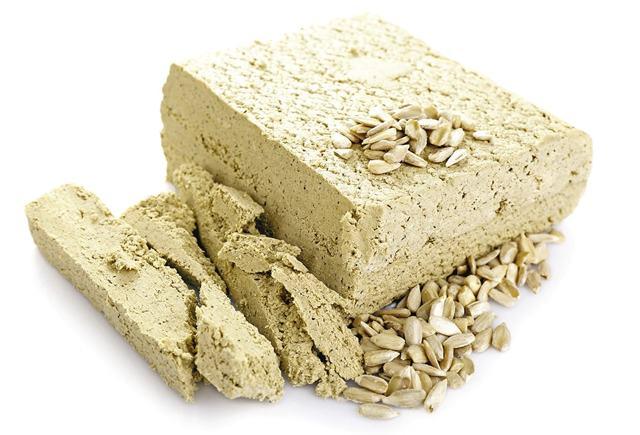 Полезные свойства халвы, химический состав и калорийность, вредные свойства и противопоказания к употреблению халвы.