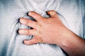 Почему болит за грудиной, причины болей за грудиной?