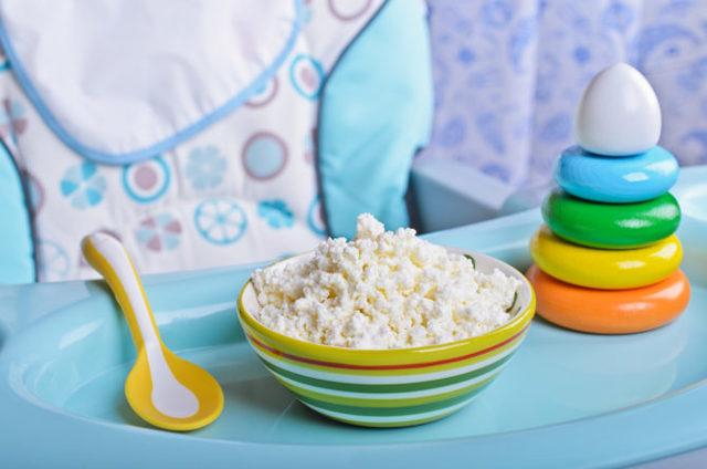 Как вводить творог в прикорм грудничка, как приготовить творог для прикорма