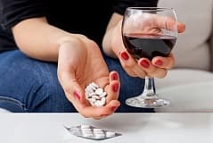 АЦЦ и алкоголь: совместимость, через сколько можно пить, последствия употребления