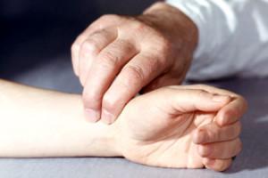 Почему возникает слабость, головная боль, учащенный пульс?