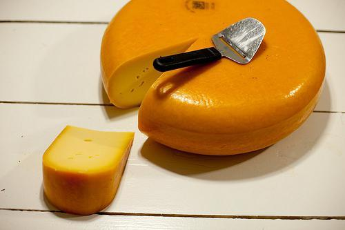 Голландский сыр: польза и вред, пищевая ценность, противопоказания, состав