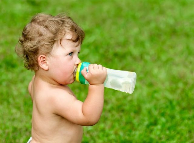 Сколько должен пить ребенок: сколько воды нужно ребенку, питьевой режим ребенка