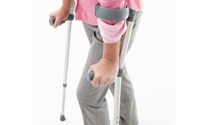 Патологический перелом бедренной кости: симптомы, лечение патологического перелома бедра