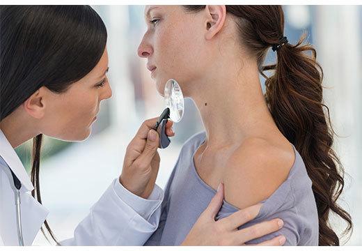 Чем опасны папилломы на теле и к какому врачу обращаться