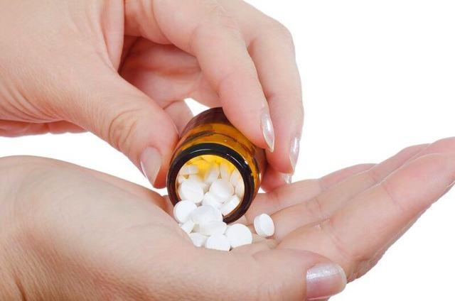 Растет зуб мудрости и болит десна: лечить или удалять, если зуб растет в бок, в щеку