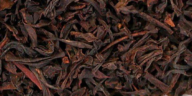 Полезные свойства черного чая, вред, противопоказания к применению, состав и использование в косметологии.