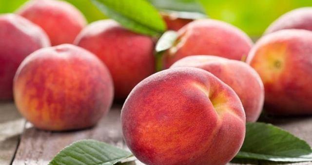 Полезные свойства персика, пищевая ценность, химический состав, вред персика при чрезмерном и неправильном употреблении