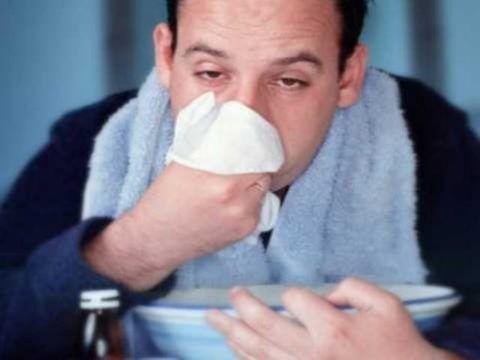 Болит горло и насморк, как можно лечиться?