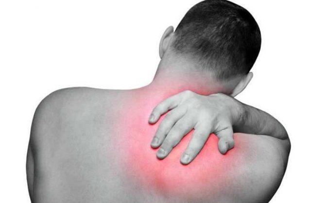 Болит спина в области лопаток справа и слева, после сна: к какому врачу обращаться
