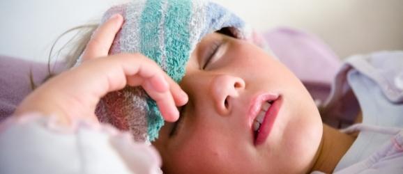 Чем помочь ребенку при высокой температуре