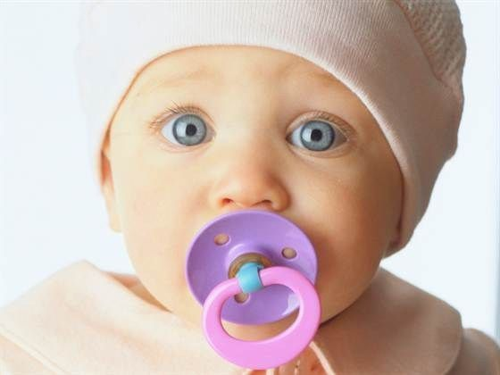 Как выбрать пустышку для новорожденного и приучить ребенка к соске, польза и вред соски