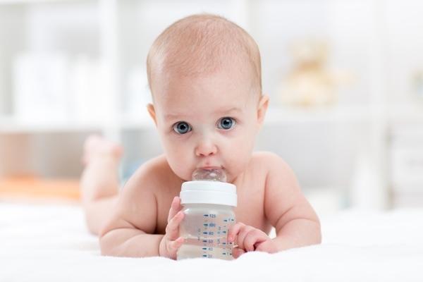 Допаивание грудничка водой при грудном вскармливании, при искусственном вскармливании