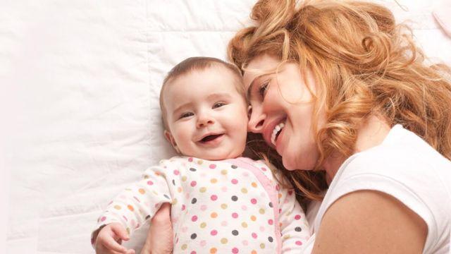 Выпадение волос после родов: как остановить, причины и лечение