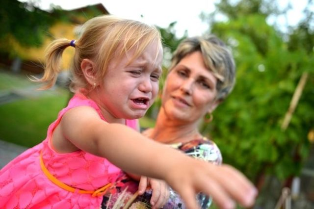 Капризы у ребенка в год, 1,5, 2, 3, 4 года: что делать
