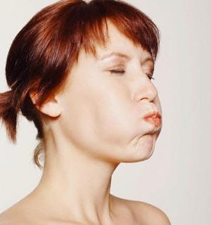 Болит язык сборку, посередине, как будет обжегся: причины, чем лечить