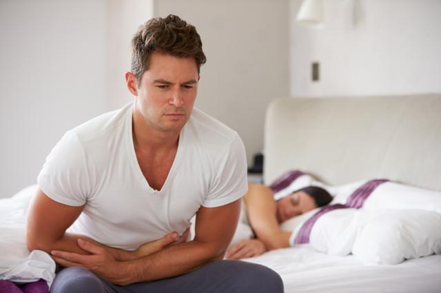 Колет в правом боку внизу живота у женщины, у мужчины: причины, что делать, что это