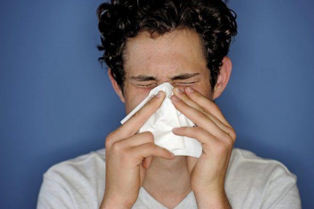 Как лечить насморк в домашних условиях: прогревания, ингаляции, лекарства от насморка