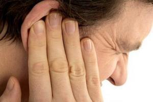 Почему заклинивает челюсть и не удается полностью открыть рот?
