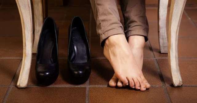 Как избавиться от неприятного запаха ног: эффективные средства от потливости ног и запаха ног