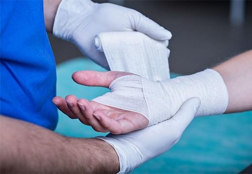 Лечение открытых ран в домашних условиях: чем обработать открытую рану, этапы заживления ран, мази для ран