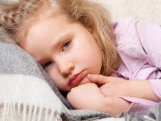 Ребенок упал с кровати, горки, лестницы, велосипеда – первая помощь при падении ребенка