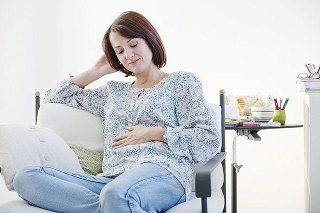 10 неделя беременности: что происходит, фото живота, развитие плода, ощущения, боли