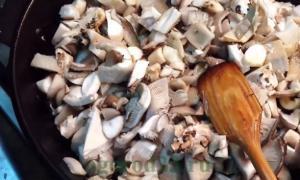 Полезные свойства вешенки, химический состав грибов, калорийность, вредные свойства вешенки, правила выбора и хранения грибов.