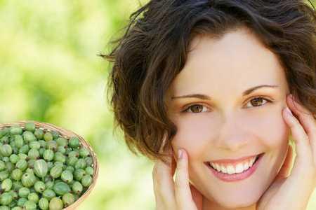 Полезные свойства крыжовника, пищевая ценность и химический состав, противопоказания к употреблению крыжовника, применение в косметологии