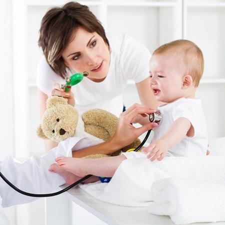 Бронхит у детей: симптомы, диагностика, причины, особенности лечения бронхита у детей медикаментами и при помощи средств народной медицины.