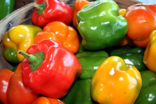 Полезные свойства болгарского перца, возможный вред болгарского перца, состав и калорийность.